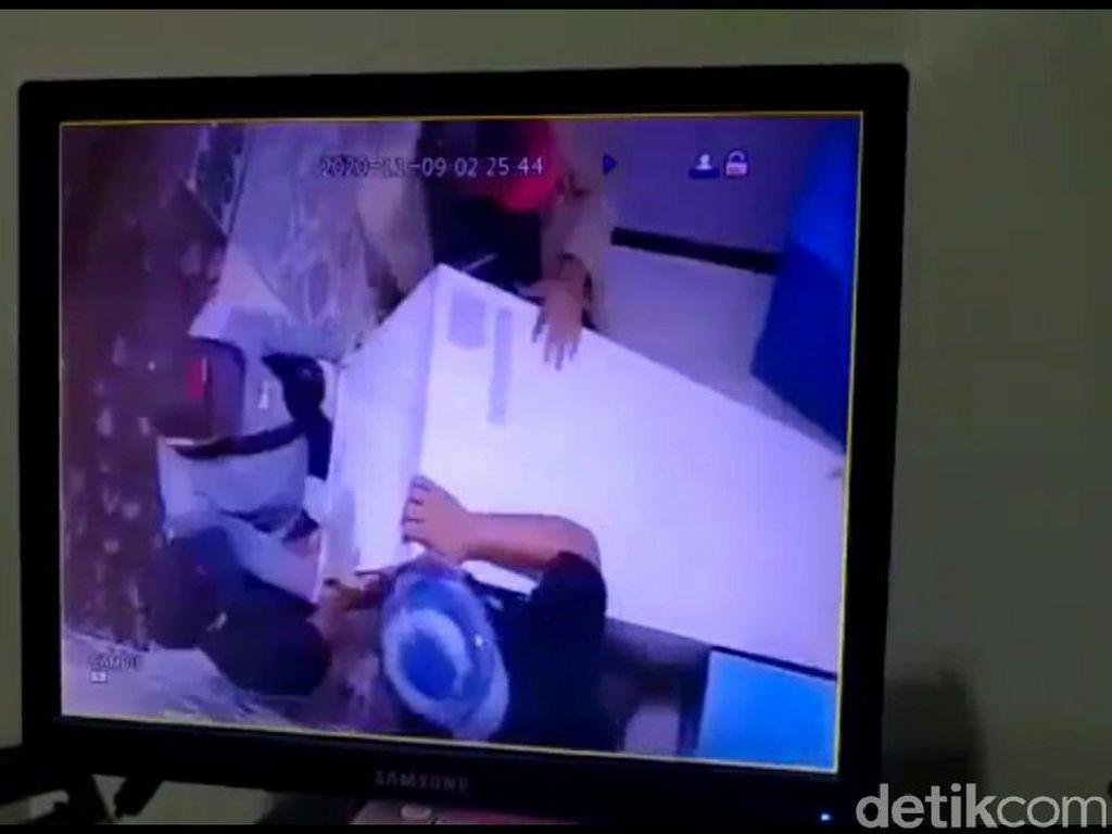 Cuma Hitungan Menit! 4 Perampok Gondol Mesin ATM di Brebes