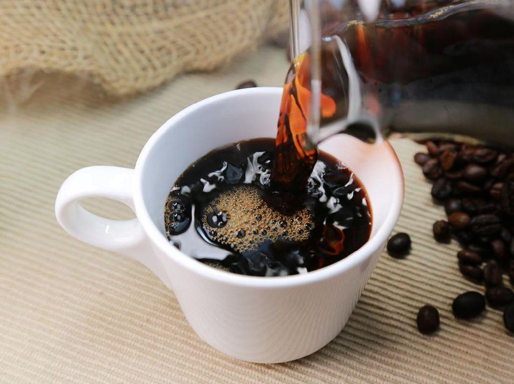 Rutin Minum 2 Cangkir Kopi Hitam Sehari Bikin Panjang Umur