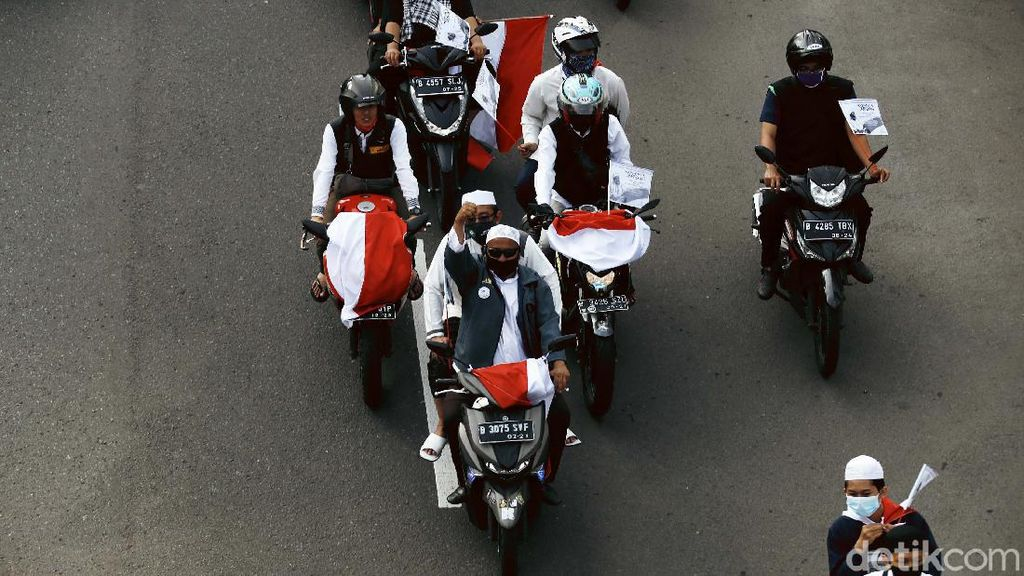 Sambut Habib Rizieq, Massa FPI Konvoi di Jalan Gatsu