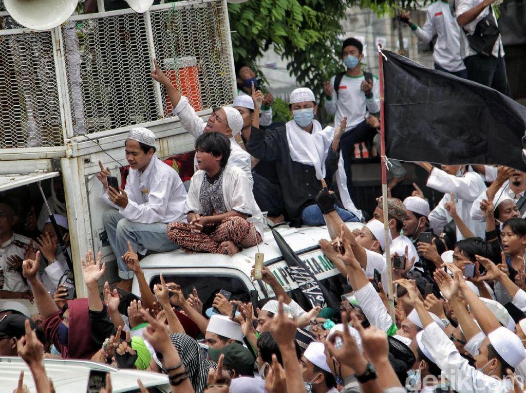 Komentar Satgas soal Kerumunan Massa Penjemput Habib Rizieq
