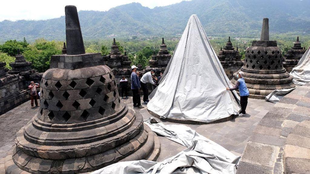 Antisipasi Erupsi, Stupa Candi Borobudur Ditutup Terpal