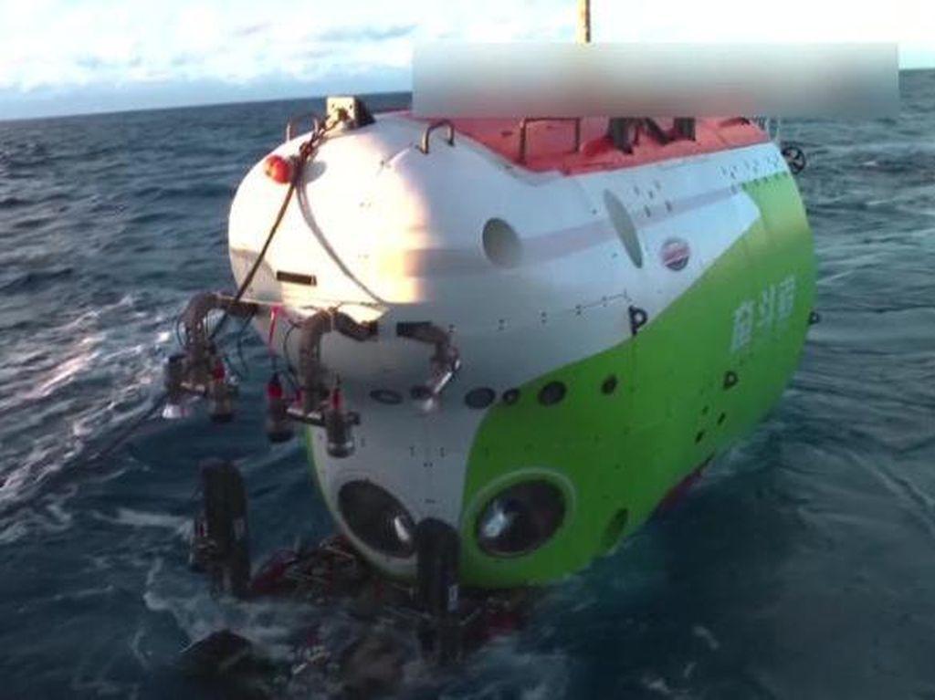 China Pecahkan Rekor Penyelaman di Palung Mariana