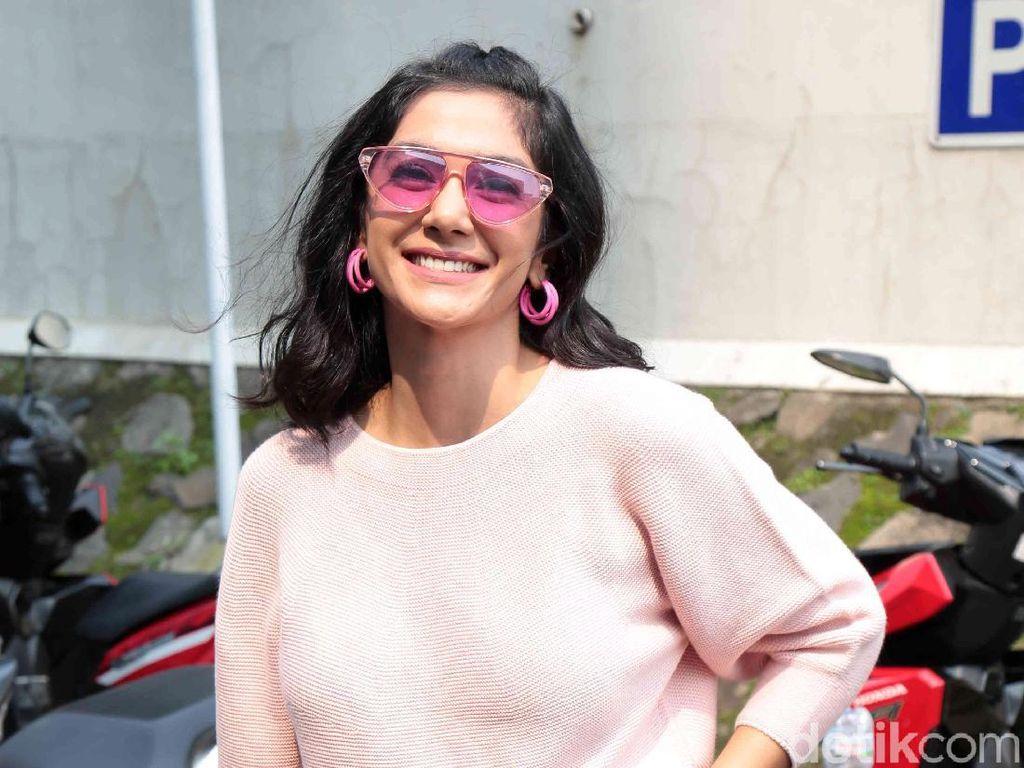 Fanny Ghassani Serba Pink, Manis Banget!