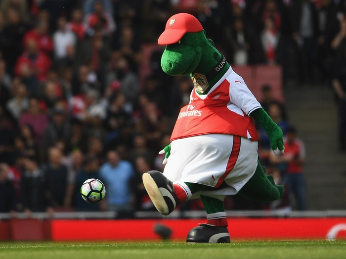 LONDON, ENGLAND - MAY 07: Gunnersaurus Rex kick a football prior to the Premier League match between Arsenal and Manchester United at the Emirates Stadium on May 7, 2017 in London, England.  (Photo by Laurence Griffiths/Getty Images)