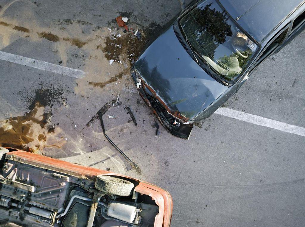 Kecelakaan Beruntun 4 Mobil di Tol Cawang Arah Semanggi, Lalin Padat