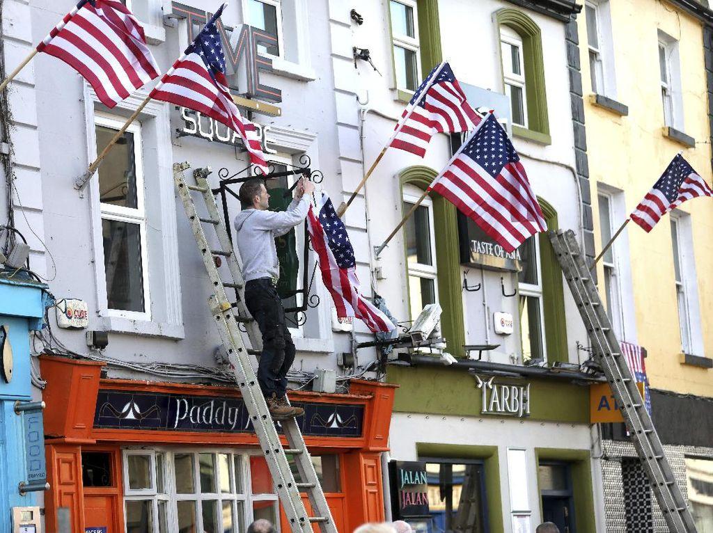 Foto: Joe Biden Kalahkan Trump, Kota di Irlandia Berpesta