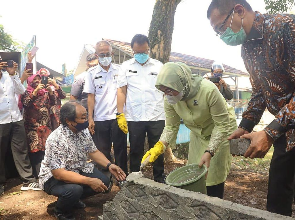 Kemnaker-Kemendes Salurkan Bantuan Jaring Pengaman Sosial di Cianjur