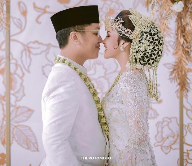 Pernikahan Laras Syerinita dengan adat Sunda