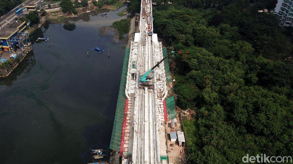 Lintasan LRT Jabodebek Cawang-Dukuh Sudah Tersambung Lho