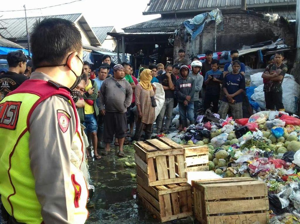 Mayat Bayi Dibuang ke Tumpukan Sampah di Pasar Caringin Bandung