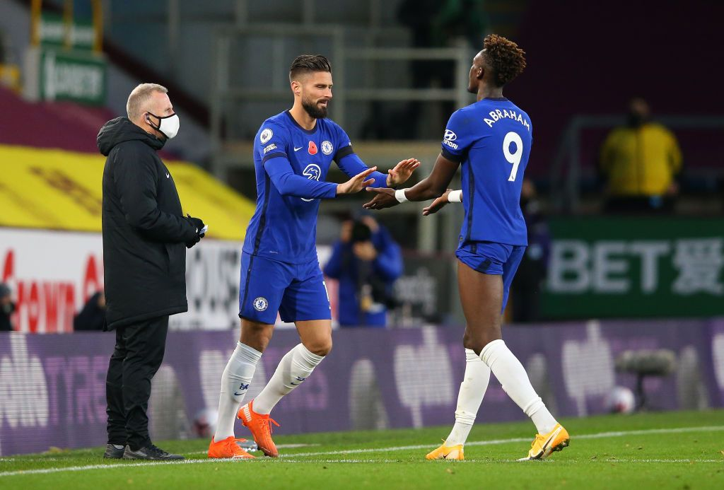 BAKU, AZERBAIJAN - MAY 29:  Olivier Giroud of Chelsea celebrates with the Europa League Trophy following his team's victory in the UEFA Europa League Final between Chelsea and Arsenal at Baku Olimpiya Stadionu on May 29, 2019 in Baku, Azerbaijan. (Photo by Michael Regan/Getty Images)