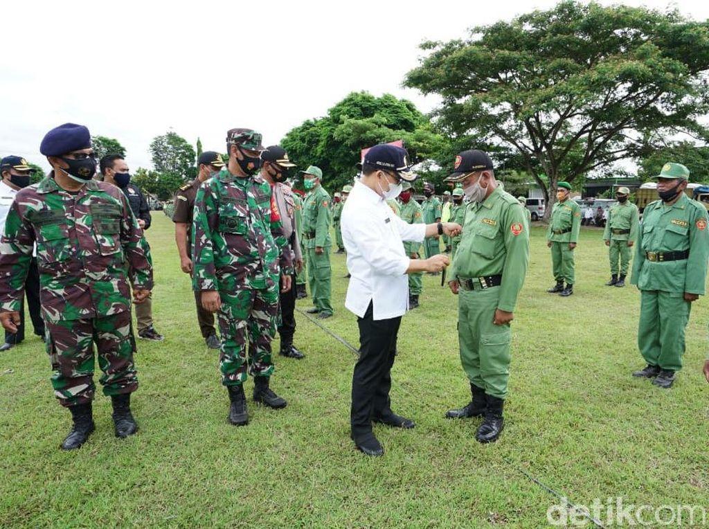 Banyuwangi Gelar Apel Pasukan Satlinmas Pengamanan Pilkada 2020