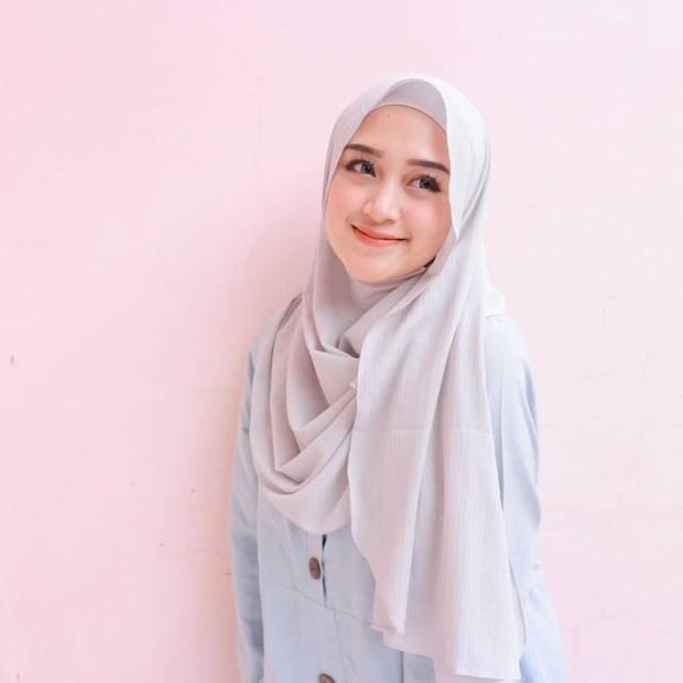 Posisikan hijab agak ke depan