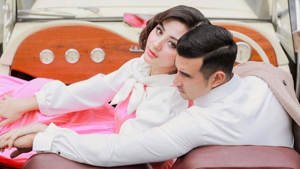 Resmi Menikah, Lihat Lagi Kemesraan Ali Syakieb dan Margin Wieheerm
