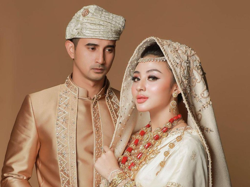 Segera Menikah, Inilah 8 Foto Prewedding Ali Syakieb dan Margin Wieheerm