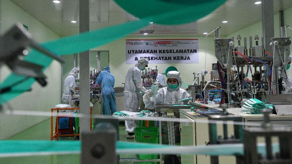 Mengintip Produksi Masker Bedah di Cikupa Tangerang