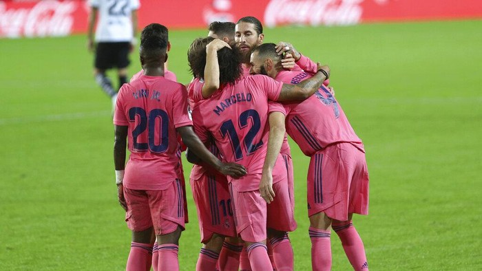 Real Madrids team players celebrate after Karim Benzema scores their sides first goal during the Spanish La Liga soccer match between Valencia and Real Madrid at the Mestalla Stadium in Valencia, Spain, Sunday, Nov. 8, 2020. (AP Photo/Alberto Saiz)