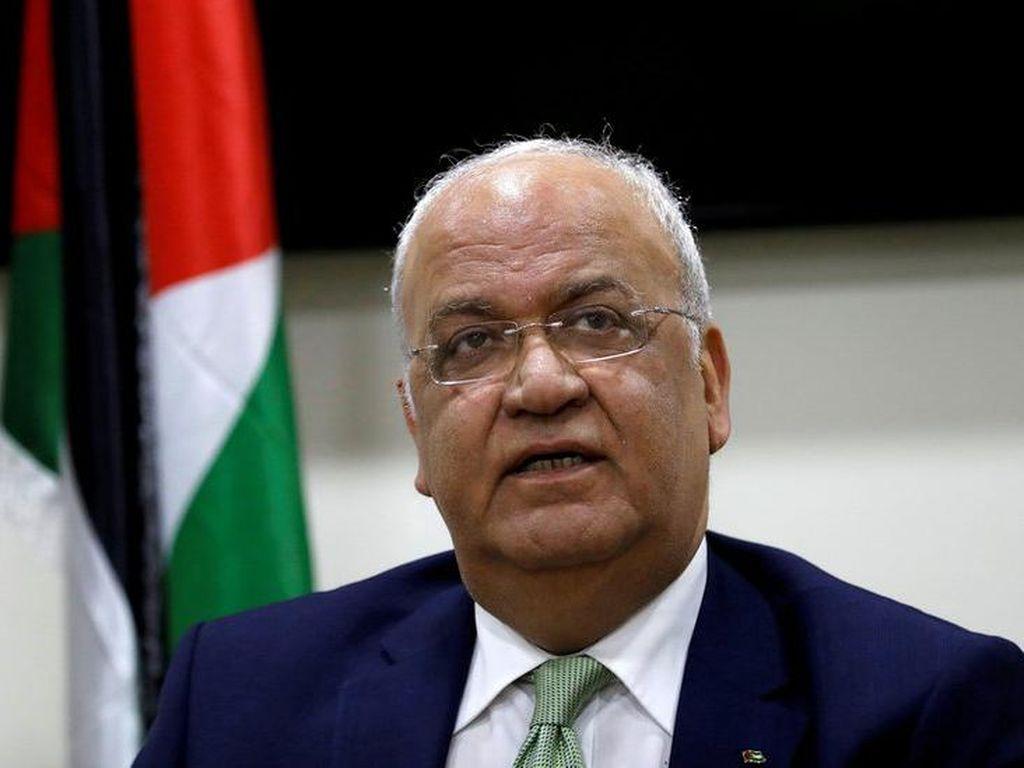Warga Palestina Berikan Penghormatan Terakhir untuk Saeb Erekat