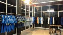 Cerita Bobotoh Kuningan Wujudkan Mimpinya Buka Toko Merchandise Resmi