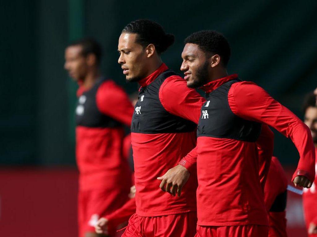 Van Dijk dan Gomez Cedera, Liverpool Jangan Ragu-ragu Beli Bek