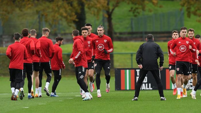 CARDIFF, WALES - NOVEMBER 11: Wales player Gareth Bale (c) in action with team mates during the warm up during Wales training ahead of their friendly International match against USA at Vale Resort on November 11, 2020 in Cardiff, Wales. (Photo by Stu Forster/Getty Images)