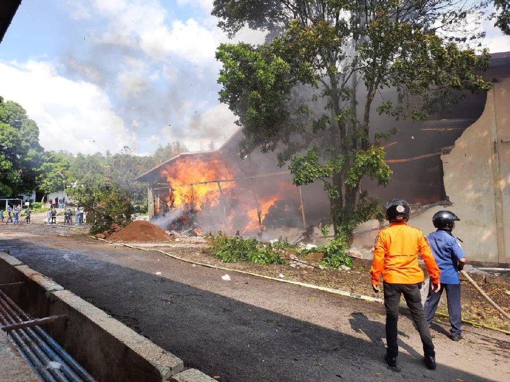 Api yang Membakar Gudang Kapas di Bandung Akhirnya Berhasil Dipadamkan