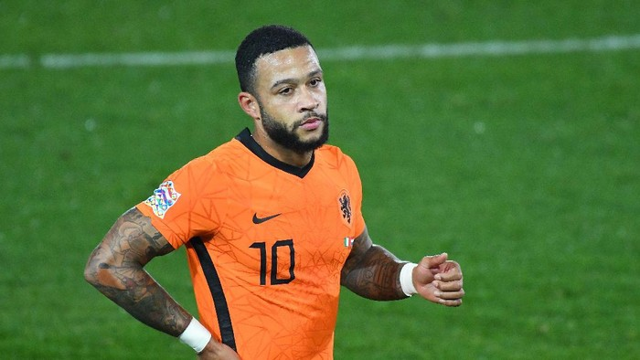 BERGAMO, ITALY - OCTOBER 14:  Memphis Depay of Netherlands  reacts during the UEFA Nations League group stage match between Italy and Netherlands at Stadio Atleti Azzurri dItalia on October 14, 2020 in Bergamo, Italy. (Photo by Alessandro Sabattini/Getty Images)