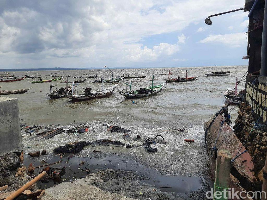 Gelombang Tinggi Terjang Pesisir Surabaya, BMKG Sebut Terjadi 3 Hari ke Depan