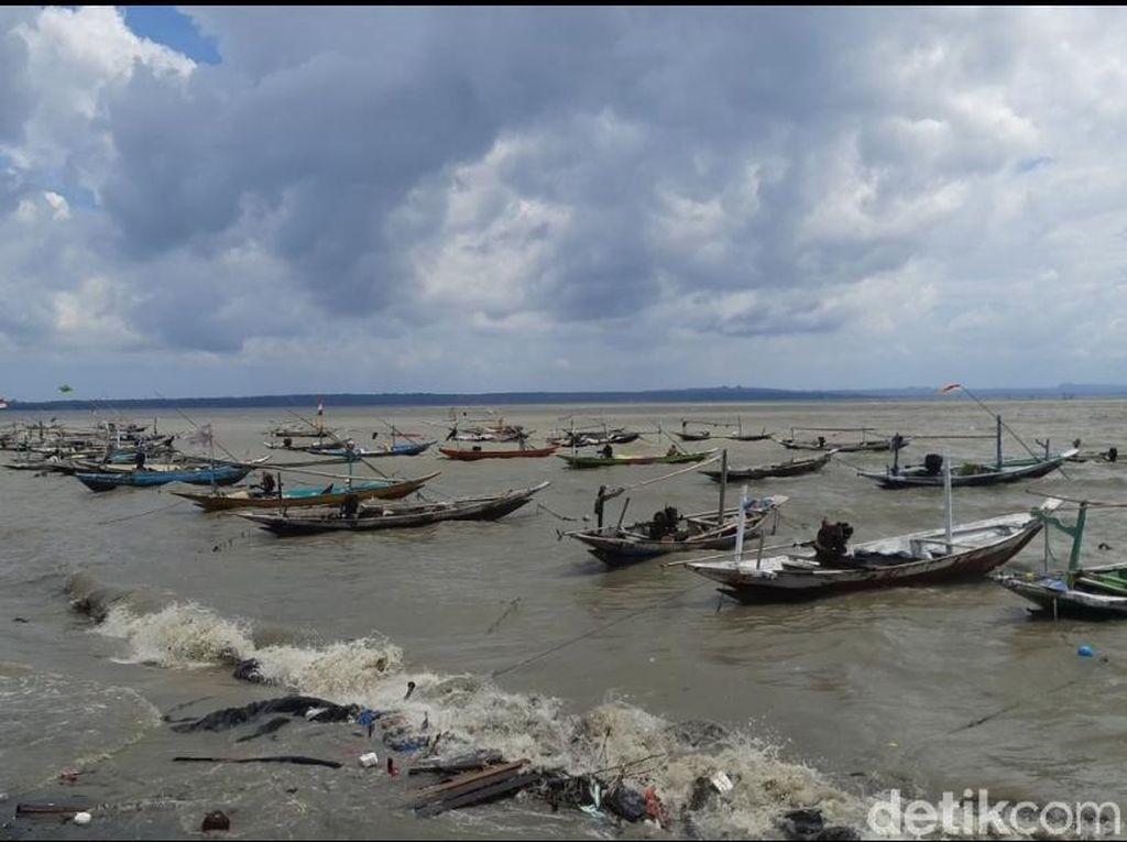 Nelayan Kenjeran Surabaya Tak Berani Melaut Takut Ombak Besar Susulan