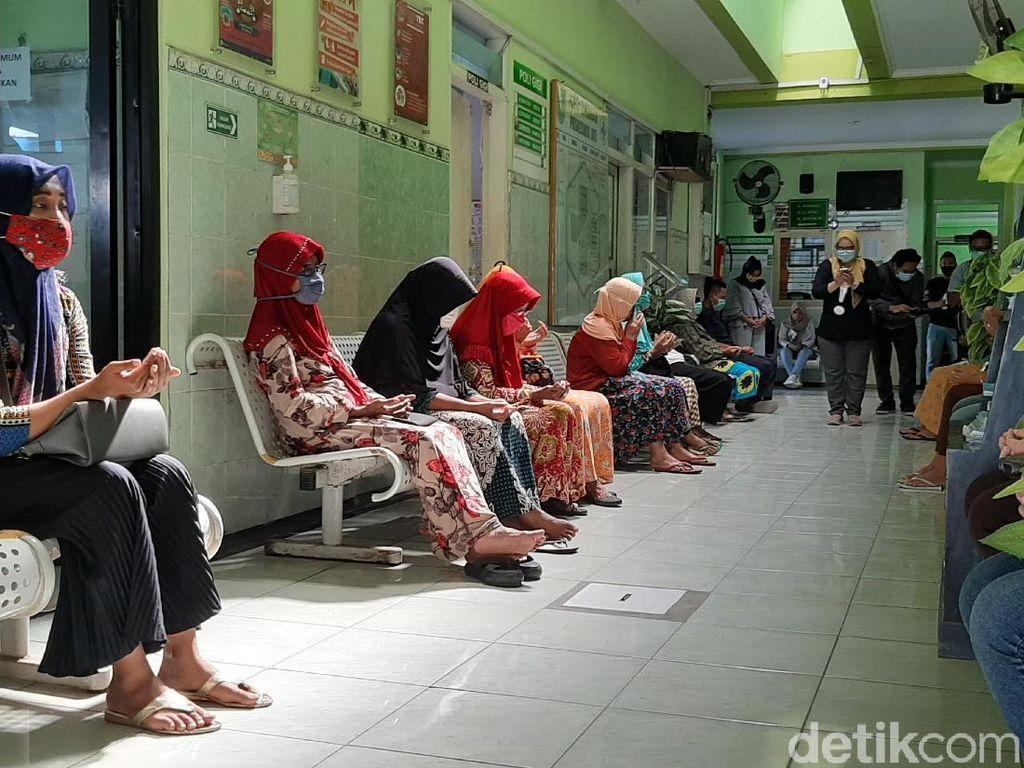 Nakes di Probolinggo Ajak Pasien Senam Peringati Hari Kesehatan Nasional