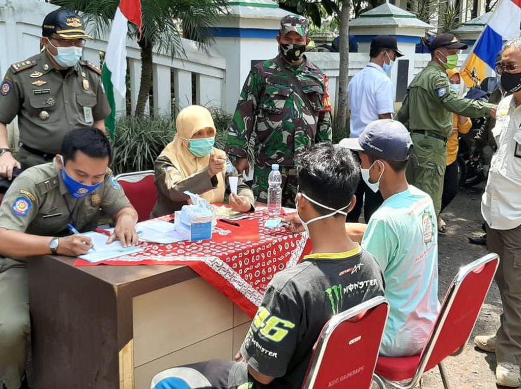 Operasi di 2 Kecamatan, Satpol PP Bandung Kumpulkan Denda Masker Rp 1 Juta