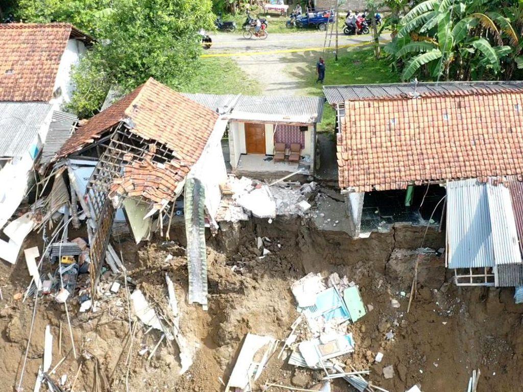 4 Rumah di Kebumen Tergerus Longsor, Posisinya Jadi Menggantung
