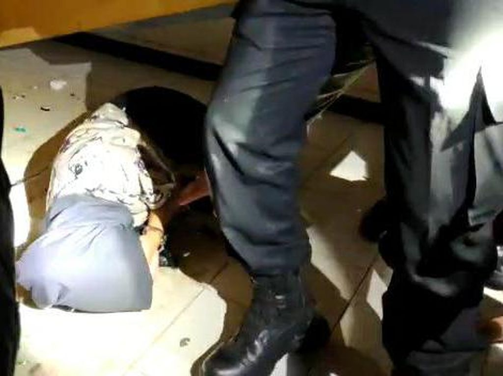 Hendak Hindari Razia, Pria Palembang Sembunyikan Pacar di Bawah Ranjang
