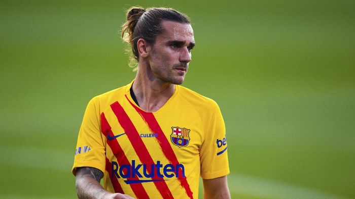 BARCELONA, SPAIN - SEPTEMBER 12: Antoine Griezmann of FC Barcelona looks on during the during the pre-season friendly match between FC Barcelona and Gimnastic de Tarragona at Estadi Johan Cruyff on September 12, 2020 in Barcelona, Spain. (Photo by David Ramos/Getty Images)