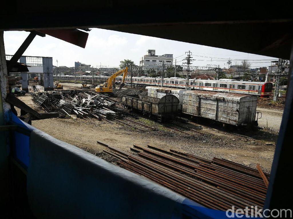 Potret Kondisi Terkini Depo Lokomotif Jatinegara yang Dibongkar