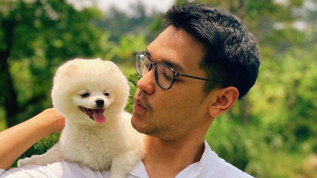 Foto-foto Afgan Gendong Anjing yang Bikin Ramai Netizen