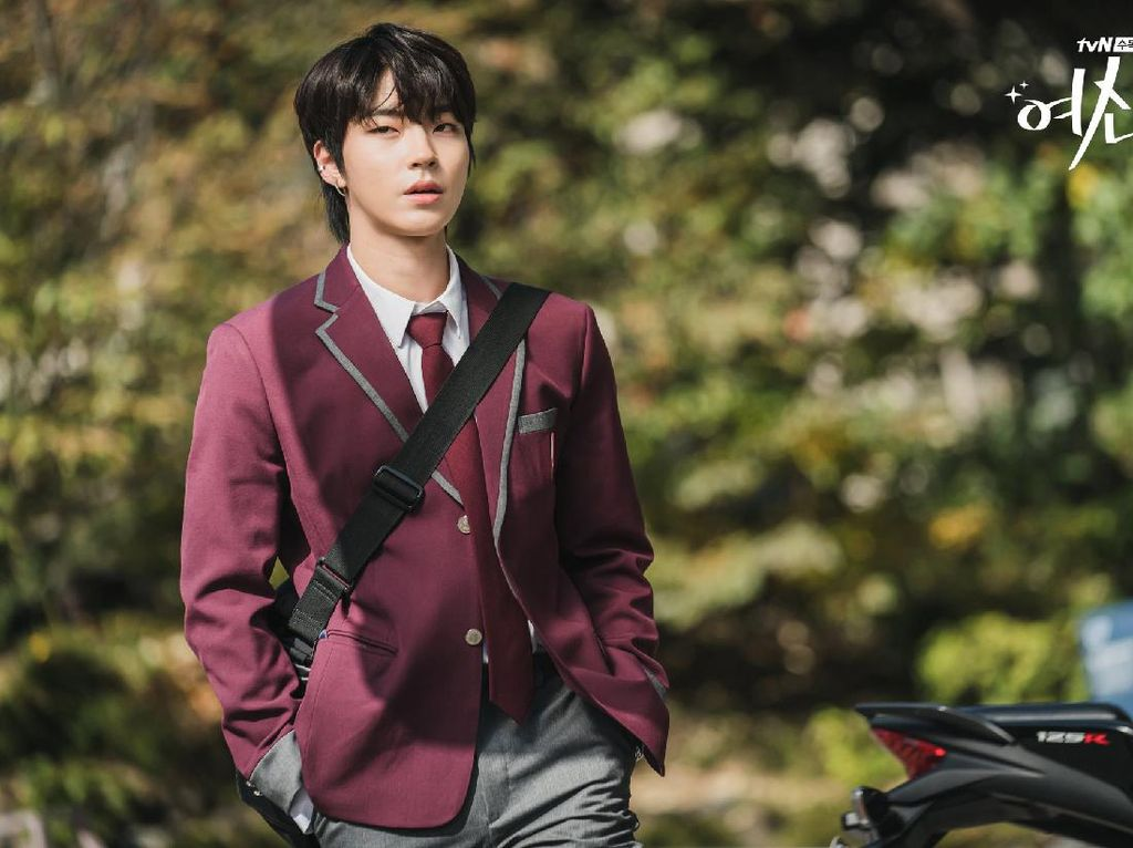 Transformasi Hwang In Yeob Jadi Han Seo Jun di True Beauty