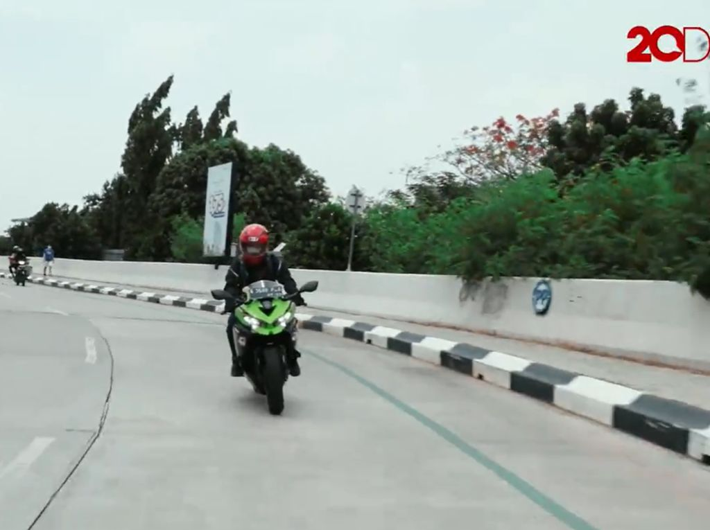 Kesan Berkendara Kawasaki Ninja ZX-25R untuk Harian