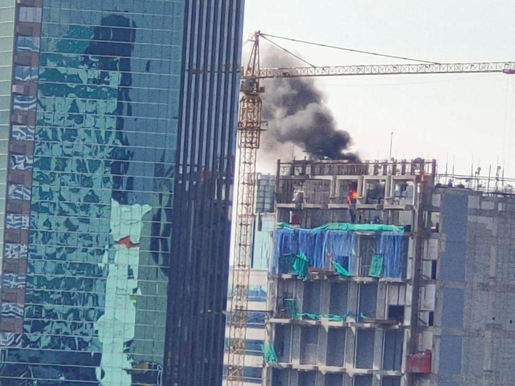 Gedung dalam Proses Pembangunan di Jaksel Terbakar, Asap Sempat Membubung