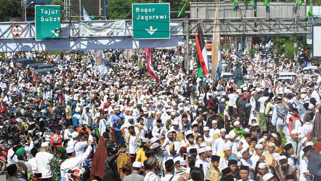 Kerumunan Massa Habib Rizieq di Tengah Pandemi Corona