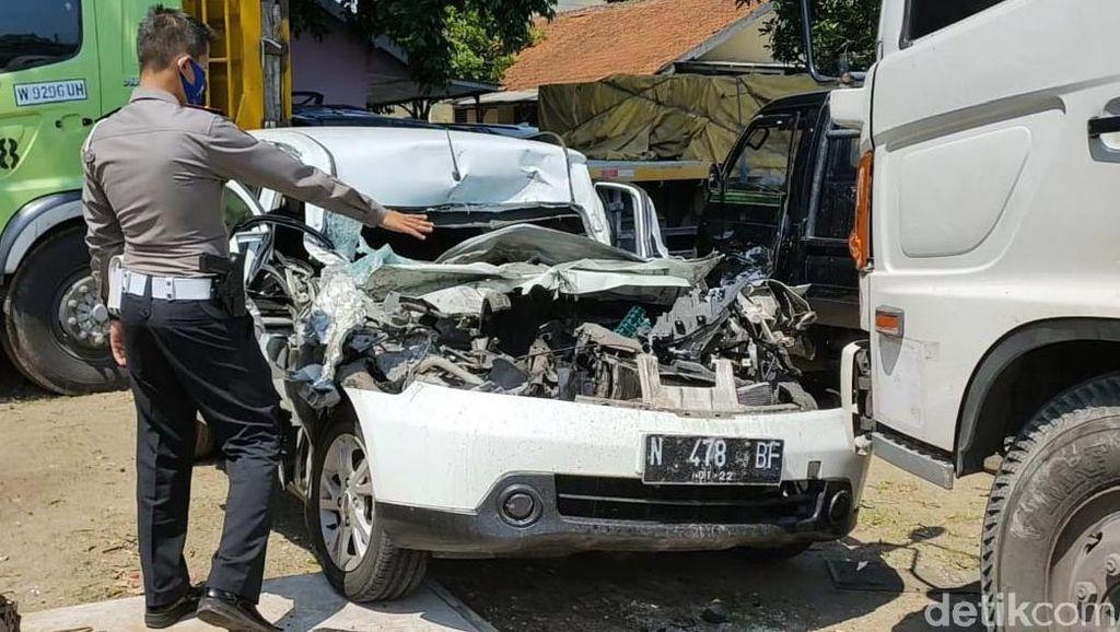 Kondisi Mobil Rombongan F-PDIP Malang yang Kecelakaan di Tol Ngawi-Solo