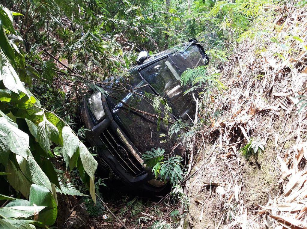 Menyelamatkan Diri Jika Mobil Terguling ke Jurang