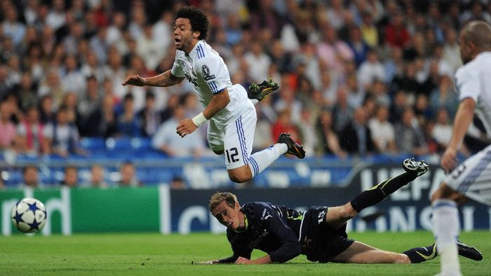 MADRID, SPAIN - APRIL 05:  Peter Crouch (R) of Tottenham Hotspur fouls Marcelo of Real Madrid during the UEFA Champions League quarter final first leg match between Real Madrid and Tottenham Hotspur at Estadio Santiago Bernabeu on April 5, 2011 in Madrid, Spain. Crouch was send off the pitch after the foul. (Photo by Jasper Juinen/Getty Images)