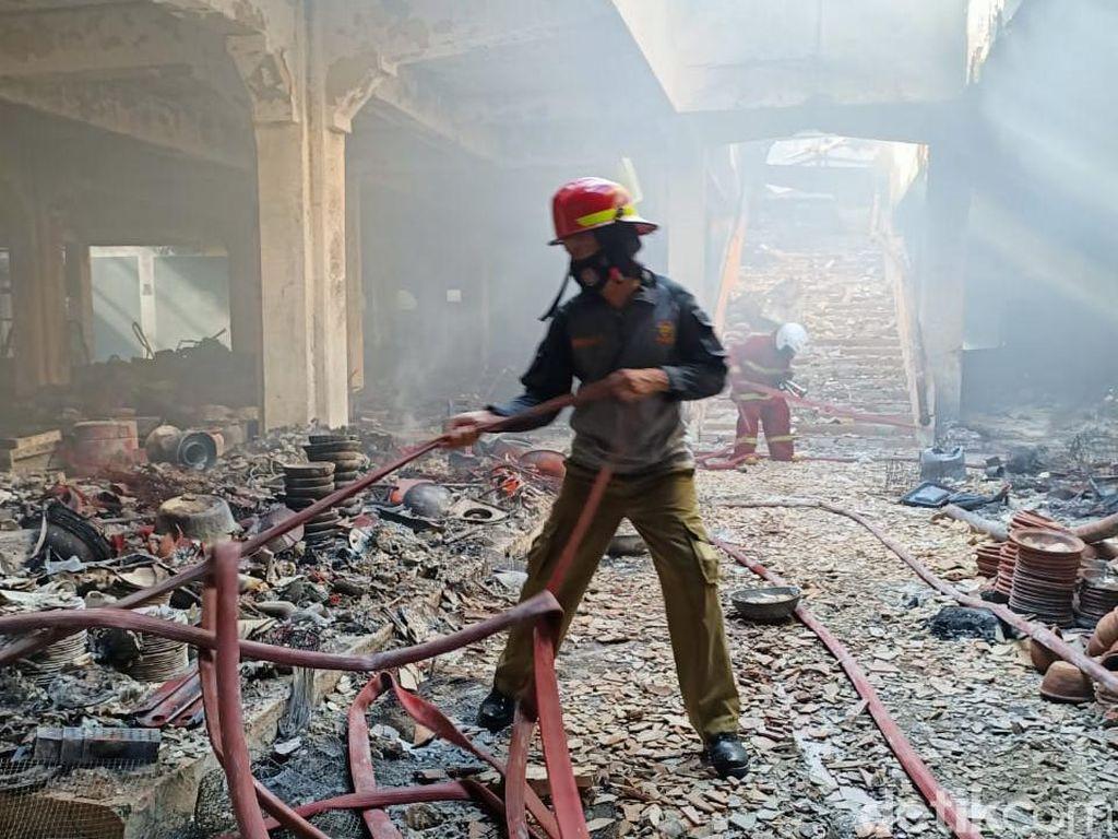 Terbakar Semalam, 95 Persen Kios di Pasar Weleri Kendal Ludes