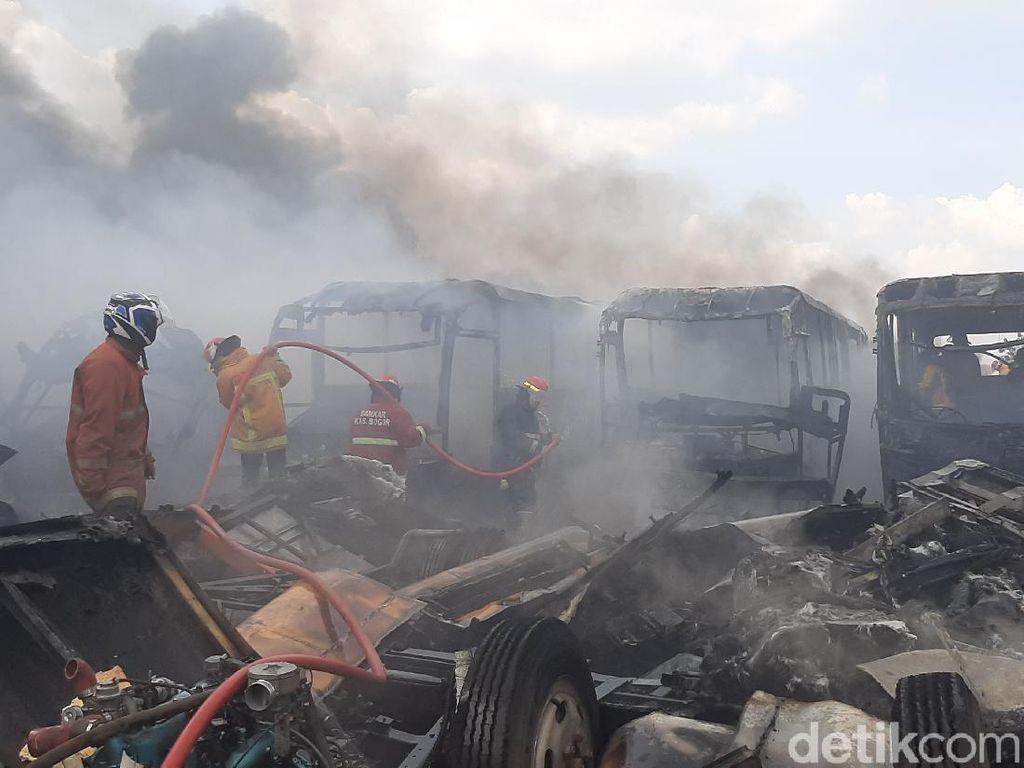 Ini Dugaan Pemicu Kebakaran Puluhan Bangkai Bus Transjakarta di Bogor