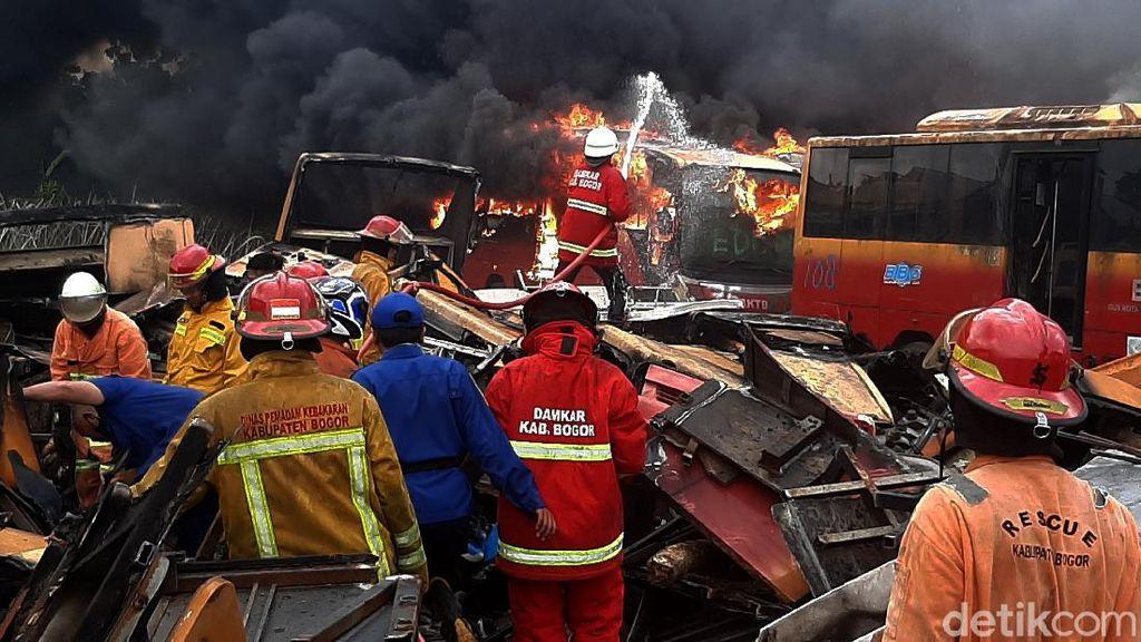 Puluhan Bangkai Bus TransJ di Bogor Terbakar