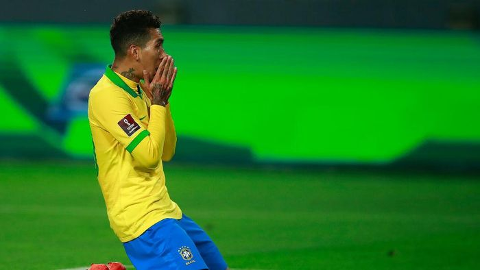 LIMA, PERU - OCTOBER 13: Roberto Firmino of Brazil reacts after missing a chance of goal during a match between Peru and Brazil as part of South American Qualifiers for Qatar 2022 at Estadio Nacional de Lima on October 13, 2020 in Lima, Peru. (Photo by Daniel Apuy/Getty Images)