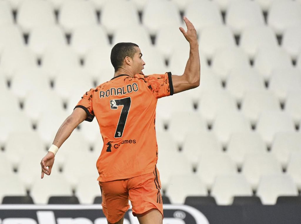 Cristiano Ronaldo Minat ke PSG, Balik ke MU atau...Gabung Wolves