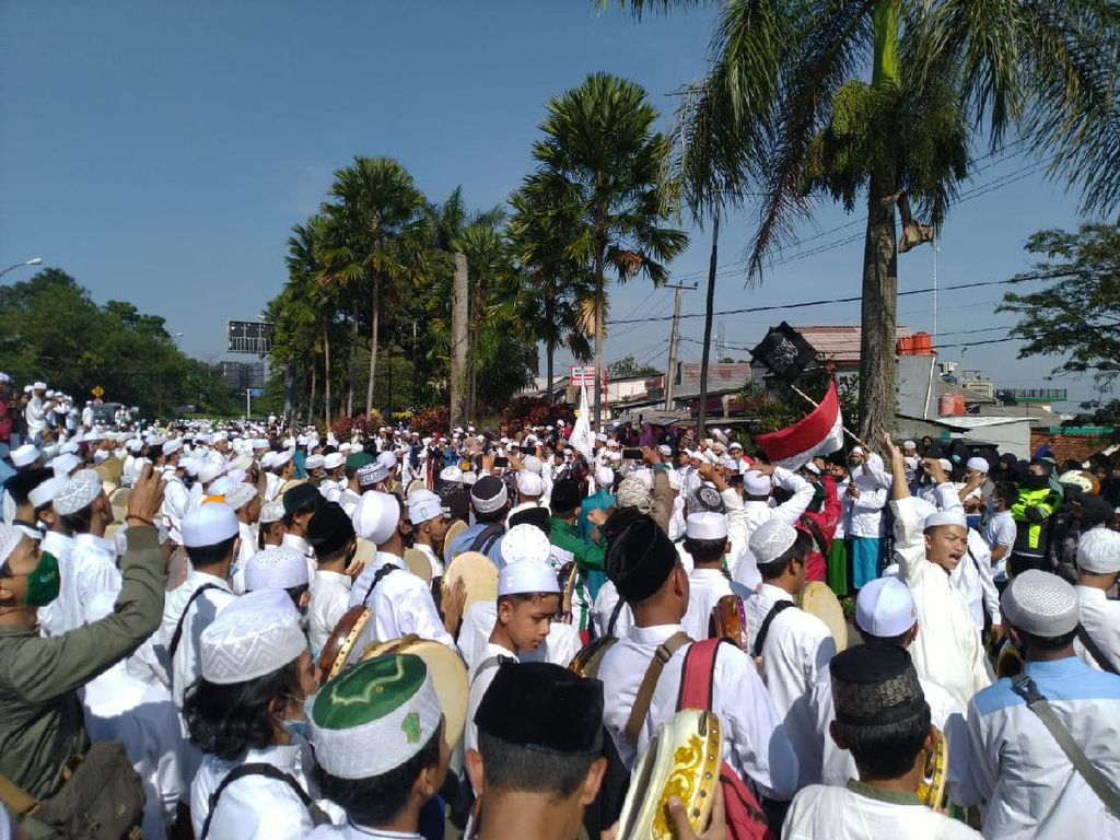 RK Akan Sanksi Pemkab Bogor soal Kerumunan Massa Acara HRS di Megamendung