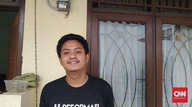 Warga Tangerang, Sauta Rusadi menilai ada banyak regulasi lain yang lebih penting untuk dibahas DPR ketimbang RUU Larangan Minuman Beralkohol.